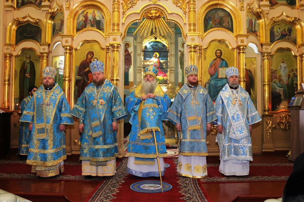 Митрополит Барнаульский и Алтайский Сергий совершил Божественную литургию в Бийске на праздник Введения во храм Пресвятой Богородицы